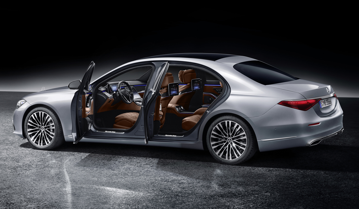 Mercedes-Benz S-Klasse, 2020, Studioaufnahme, Exterieur: Hightechsilber Interieur: Leder Nappa Sienabraun // Mercedes-Benz S-Class, 2020, studio shot, exterior: hightech silver, interior: leather siena brown